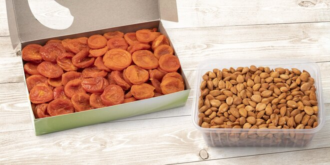Meruňky sušené sluncem nebo jádra meruněk