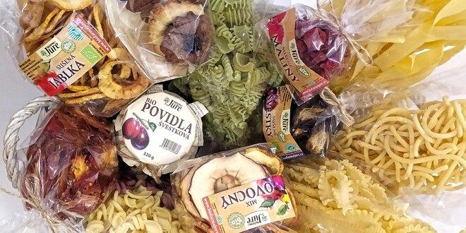 Balíčky bio potravin: těstoviny, ovoce, sušenky aj.