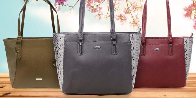 Prostorné kabelky se stříbrnými kovovými detaily