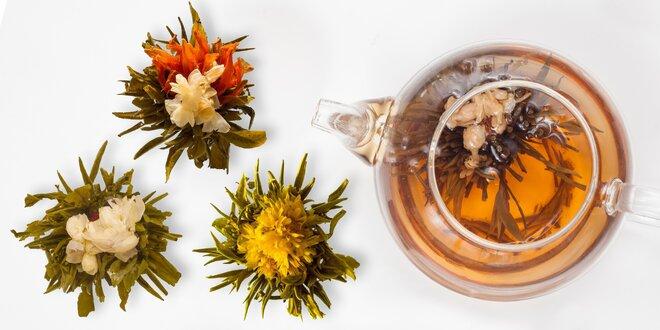 Kvetoucí čaje: bílý čaj Stříbrné jehly s jasmínem i lilií