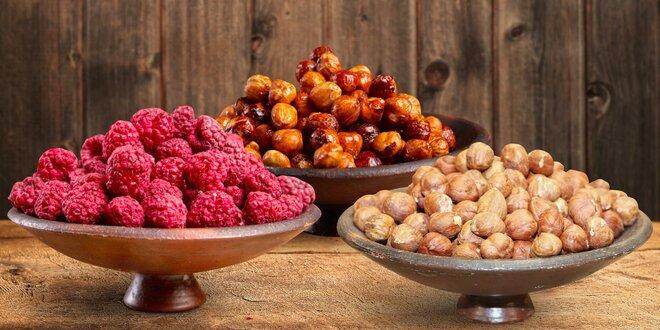 Pečené, uzené i karamelizované oříšky, čokoláda i ovoce