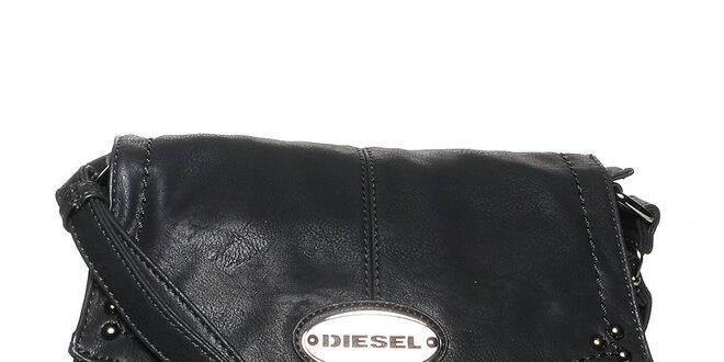 Dámská černá kabelka Diesel s cvočky a kovovým plíškem  ea7019e3fb1