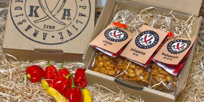 Pálivé mandle a arašídy v dárkovém balení: s chilli, jalapeño a další