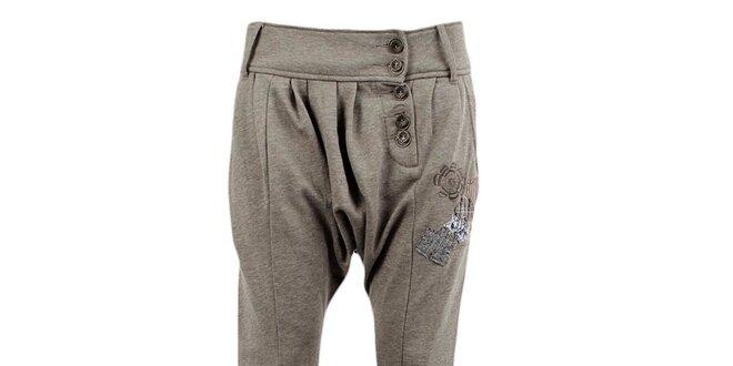 Dámské šedé turecké kalhoty s nášivkami Desigual  5a5ceed0381