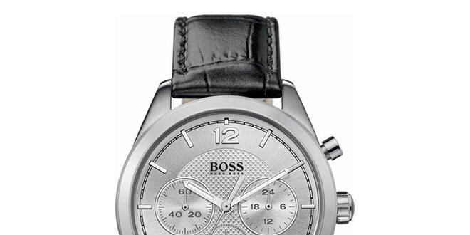 Pánské analogové hodinky s černým koženým páskem a chronografem Hugo Boss