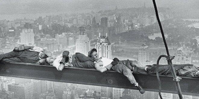 Spící dělníci na traverze
