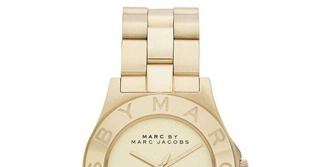 Dámské pozlacené ocelové hodinky s jednoduchým ciferníkem Marc Jacobs