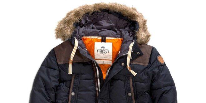 86207a8c4 Pánský krátký prošívaný kabát v černé barvě s kožíškem Timeout ...