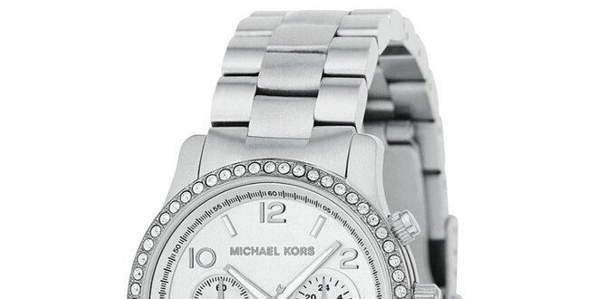 Dámské ocelové hodinky s bílými kamínky a datumovkou Michael Kors ... 4ecab52973d