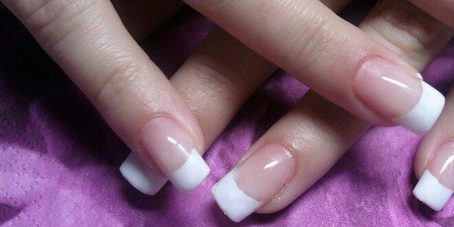 Modeláž gelových nehtů na typy
