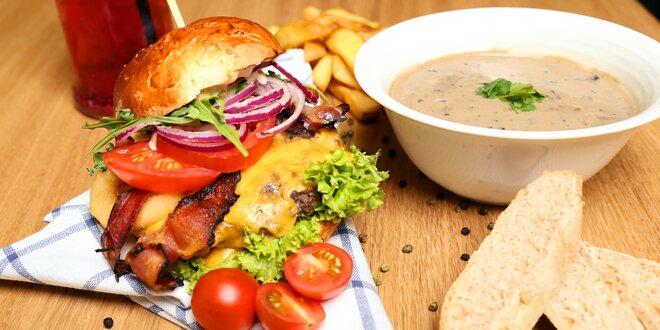 Šťavnaté burgery, Coleslaw a hranolky