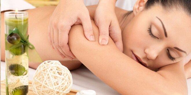 Uvolňující masáž s prohřátím lávovými kameny