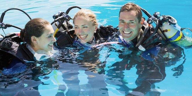 Zkušební ponor s instruktorem v bazénu