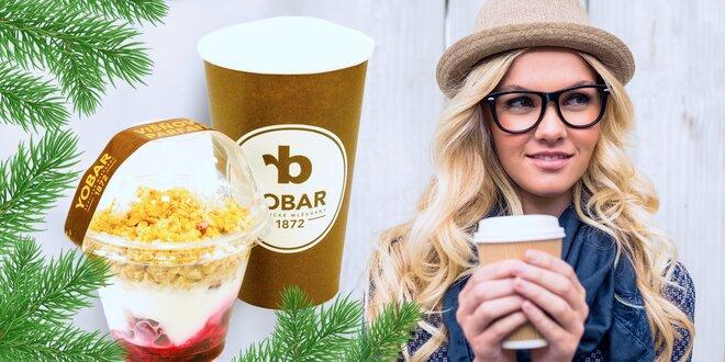 Káva a višňový parfait z populárního Yobaru
