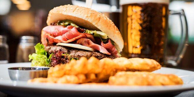 Výtečný burger a hranolky v klidné části Brna
