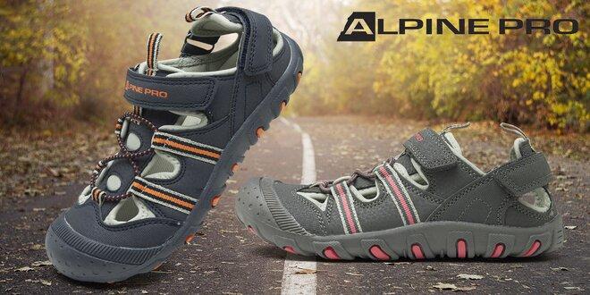 Hurá na výlety v bytelných dětských trekových sandálech Alpine Pro