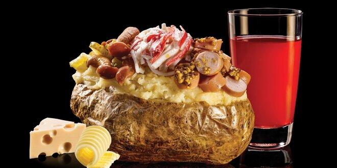 Pečený brambor, 3 druhy salátu a domácí limča