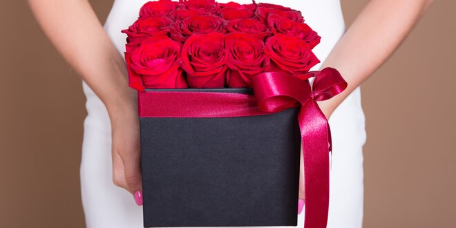 Dárková květinová krabice plná růží