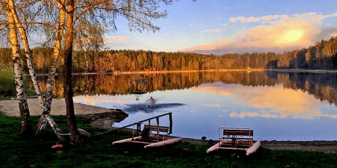 Letní rodinný pobyt v chatce v České Kanadě