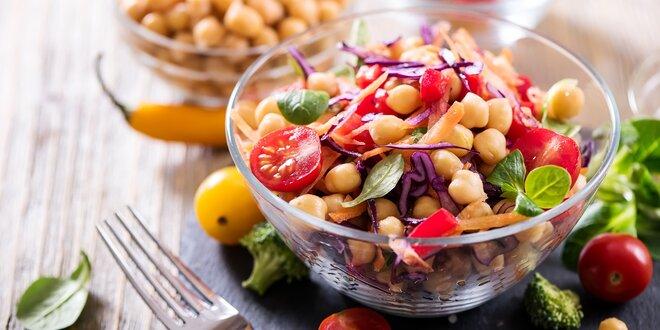Zdravé obědové menu ve vegetariánské restauraci