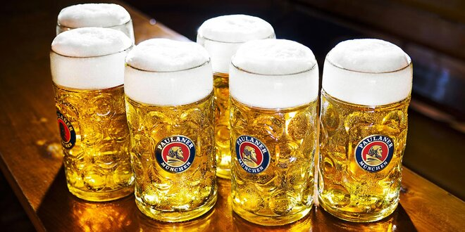 Tuplák piva z německého Oktoberfestu u Vltavy