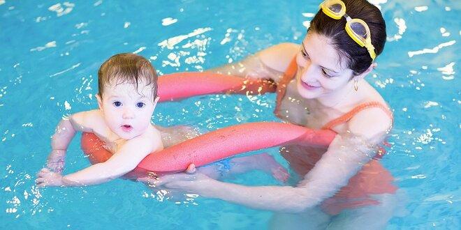 Baby plavání: lekce nebo kurz pro rodiče a děti od 6 měsíců