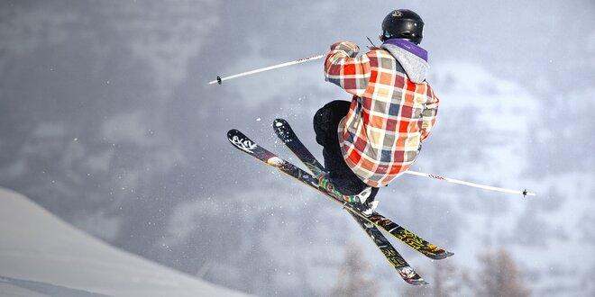 Skok do air bagu na lyžích nebo snowboardu