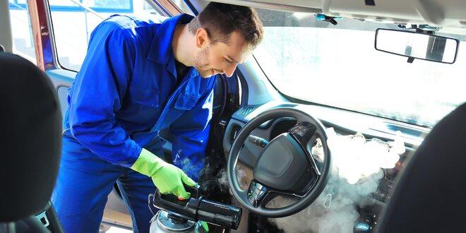 Ekologické čištění interiéru auta horkou párou