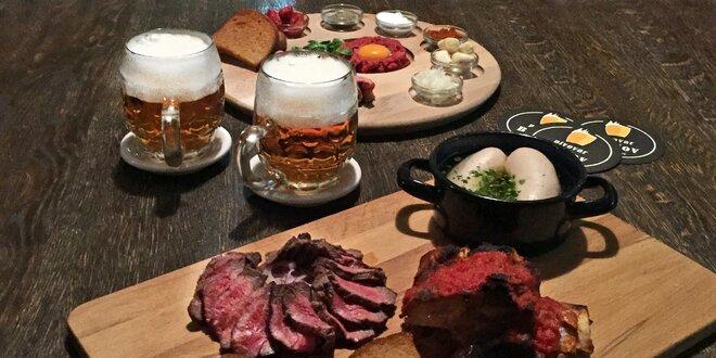 Prkno plné masa a neomezeně piva pro 2