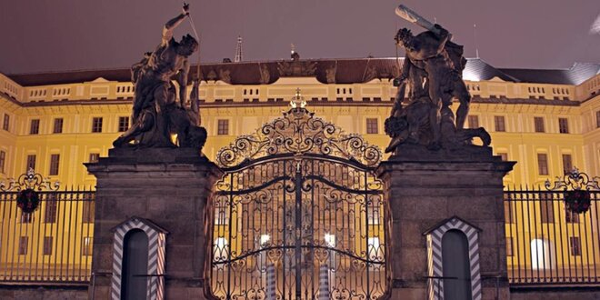 Výklad průvodce při procházce Pražským hradem