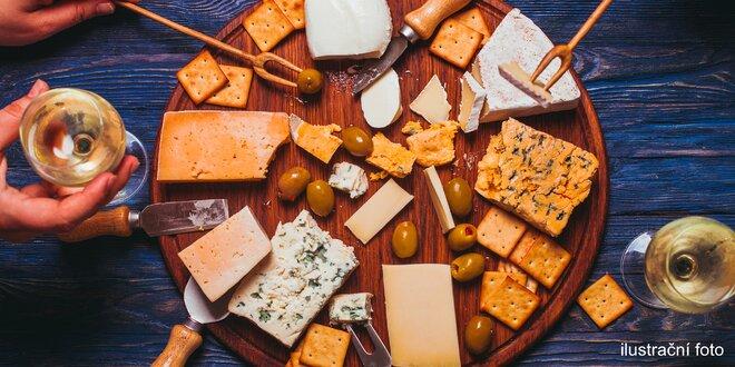 Karafa vína dle výběru, sýrový talíř a olivy