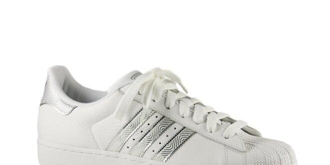 Pánské bílé tenisky Adidas se stříbrnými detaily a gumovou špičkou ... 0de2a2e7e4