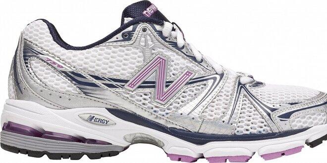 6a76741d2 Dámské šedo-stříbrné běžecké boty New Balance s růžovými detaily ...