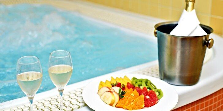60 nebo 120 min. privátního wellness s vířivkou, infrasaunou i šumivým vínem pro 2 osoby