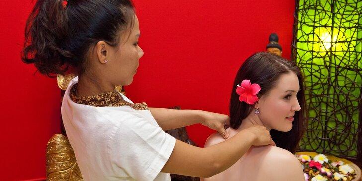 Hodina v Thajském ráji. masáž zad a šíje nebo nohou a rybičky Garra Rufa