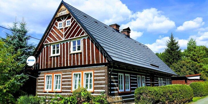 Pobyt v podhůří Krkonoš pro partu i rodinu: pronájem roubenky se saunou a venkovní vířivkou