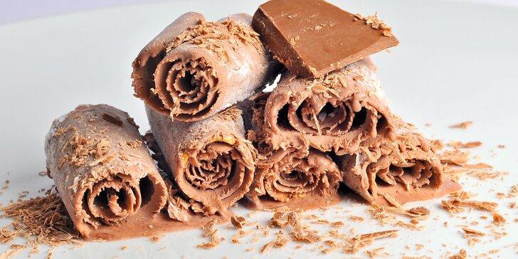 Rolovaná zmrzlina: ingredience podle vašeho výběru a příprava přímo před vámi