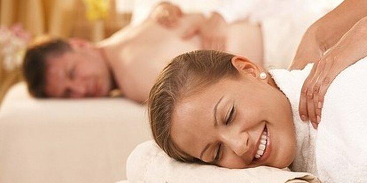 Exkluzivní masáž pro dva s detoxikačním medovým olejem se závěrečným zábalem a prohřátím lávovými kameny