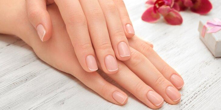 Upravené nehty s manikúrou vč. lakování gel lakem či masáže rukou