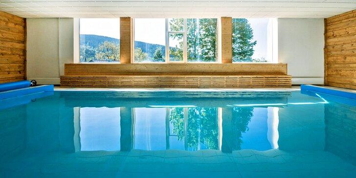 Moderní hotel na Šumavě: polopenze i neomezený vstup do vyhřívaného bazénu