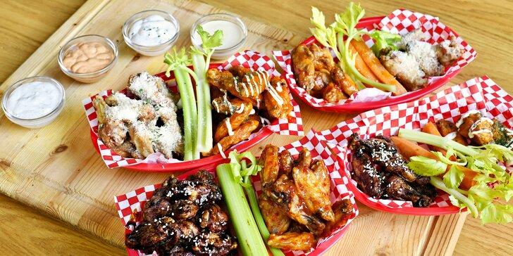 Povznášející jídlo: 10 či 30 křidýlek i s hranolky, zeleninou, omáčkami a dipy podle výběru