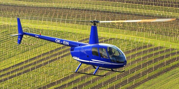 Vyhlídkový let americkým vrtulníkem nad Pálavou pro 1 nebo 3 osoby