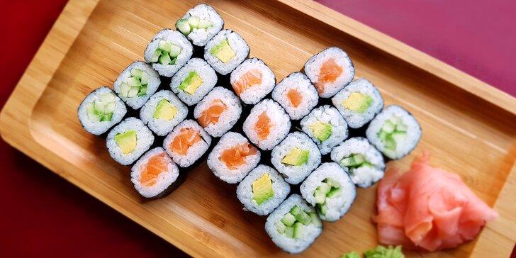 Sushi sety: 26 vegetariánských rolek, 16 s lososem nebo 32 ks maki