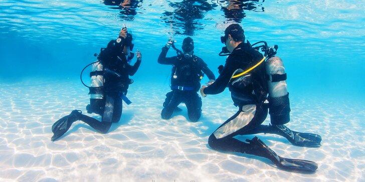 Zkušební ponor s instruktorem v bazénu: teorie i praxe