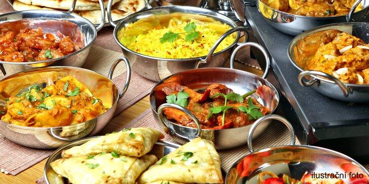 Indické menu pro 2 osoby: kuřecí tikka, jehněčí šiš kebab i rýžový puding
