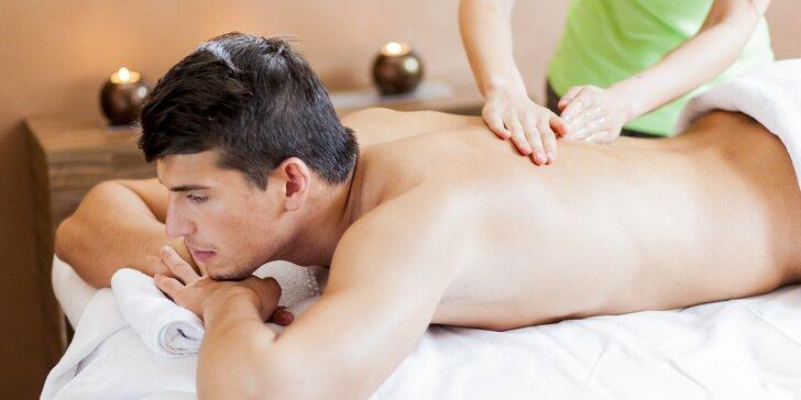 Individuální péče o záda: masáž zad, rašelinový zábal a skvělý fresh juice