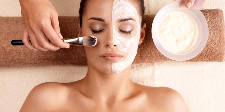 Kompletní kosmetické ošetření pleti s masáží obličeje a zábalem na ruce