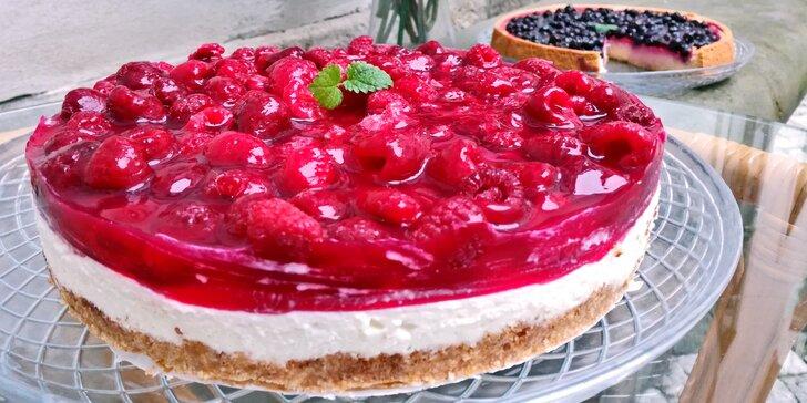 Domácí dorty na oslavu i jen tak ke kávě: pařížský, medovník, Míša i ovocný