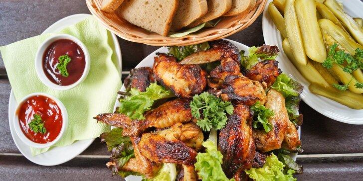 Kuřecí hostina až pro 4 osoby: řízky v sýrovém těstíčku nebo pečená křídla