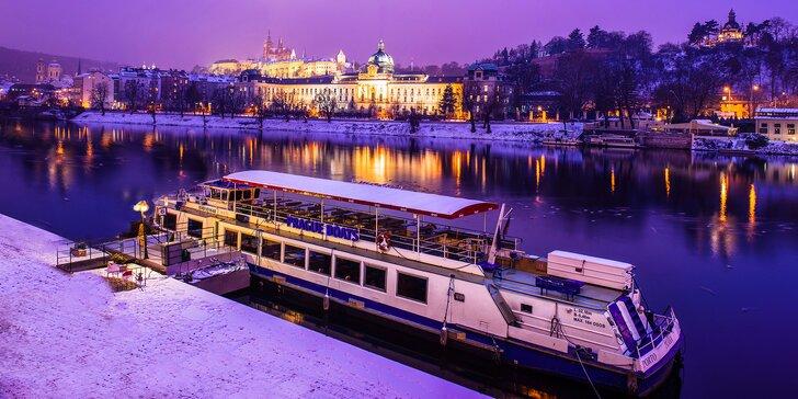 Prosincové adventní plavby po Vltavě s vánočním cukrovím a koledami i jídlem